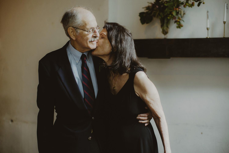 parents kissing at wedding